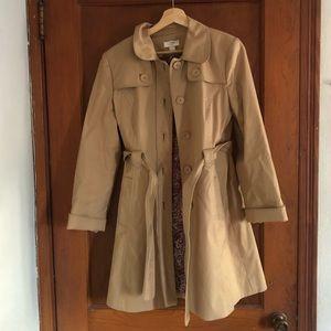 Stylish Beige Trenchcoat with Paisley Lining